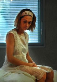 I primi sintomi di emorroidi alla donna di una fotografia