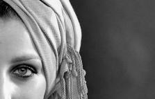 Donne Con turbanti, mostra di Paola Leoni