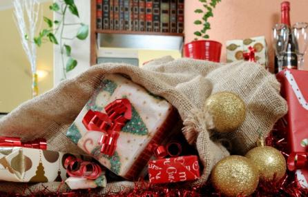 Festa di Natale, happy hour di beneficenza con buffet e mercatino