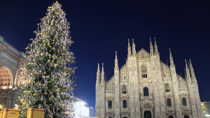 Albero Di Natale Con Decorazioni Blu : Albero di natale 2018 in piazza duomo: cerimonia di accensione milano