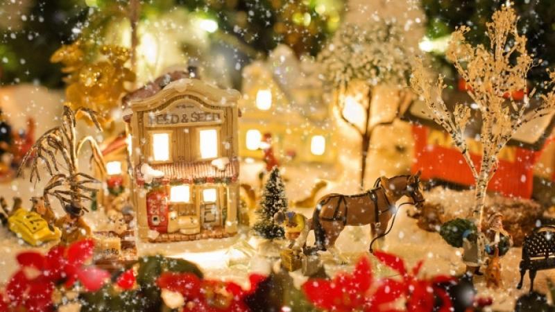 Il Villaggio Di Natale E La Casa Di Babbo Natale A Monticello Dalba